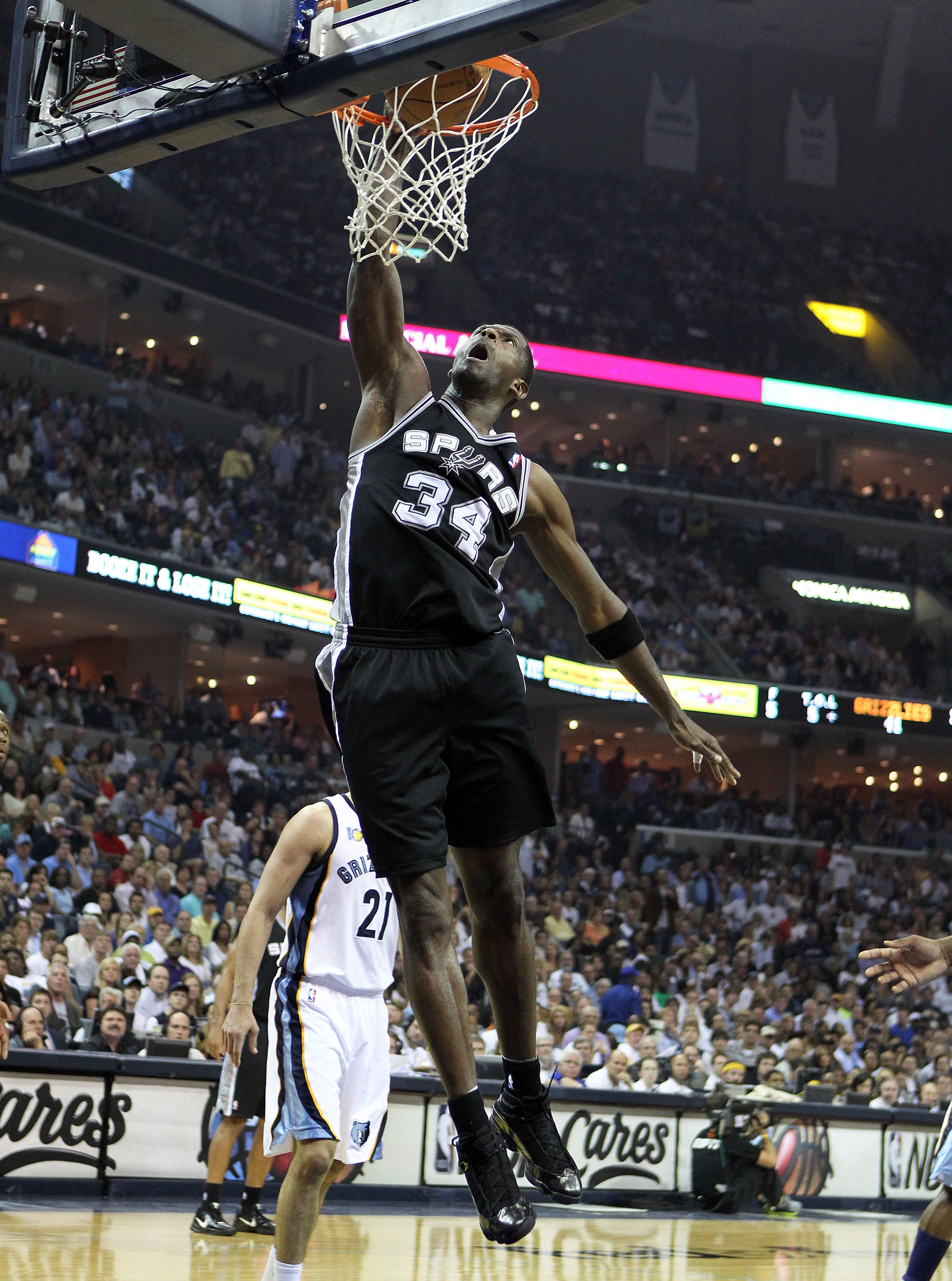 MEMPHIS, TN - APRIL 29:  Antonio McDyess #34 of the San Antonio Spurs shoots the ball against the Memphis Grizzlies in Game Six of the Western Conference Quarterfinals in the 2011 NBA Playoffs at FedExForum on April 29, 2011 in Memphis, Tennessee. NOTE TO