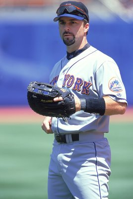 20 Aug 2000:  Todd Zeile #9 of the New York Mets waits for the ball during the game against the Los Angeles Dodgers at Dodger Stadium in Los Angeles, California.  The Mets defeated the Dodgers 9-6.Mandatory Credit: Jeff Gross  /Allsport