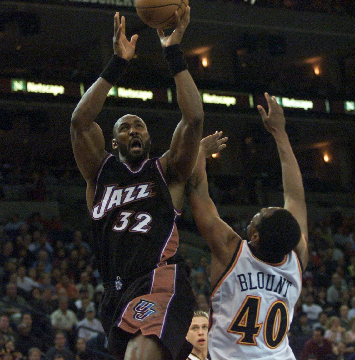 14 Mar 2001:  Forward Karl Malone #32 of the Utah Jazz  drives to the basket against Corie Blount #40 of the Golden State Warriors at the Arena in Oakland, California. DIGITAL IMAGE Mandatory Credit: Tom Hauck/ALLSPORT NOTE TO USER: It is expressly unders