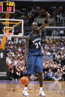 LOS ANGELES- MAY 25:  Kevin Garnett #21 of the Minnesota Timberwolves signals a play as he dribbles the ball against the Los Angeles Lakers in Game three of the Western Conference Finals during the 2004 NBA Playoffs at Staples Center on May 25, 2004 in Lo