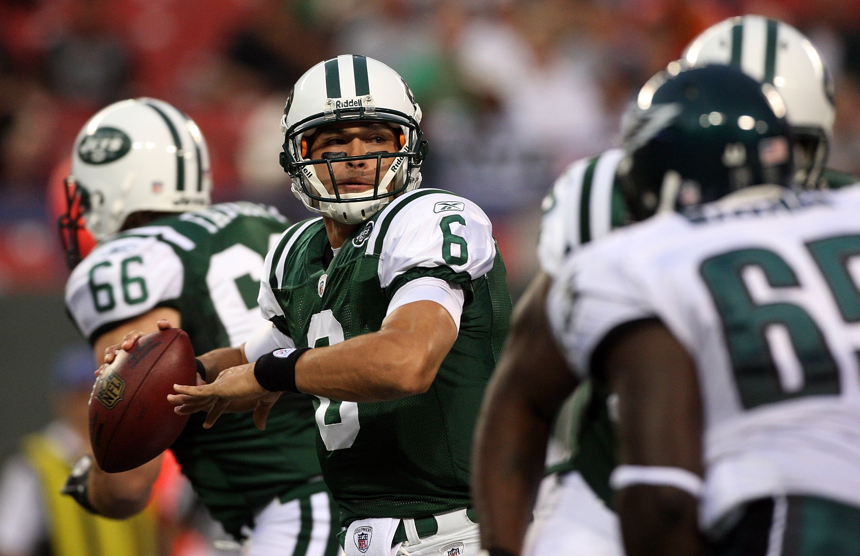 EAST RUTHERFORD, NJ - SEPTEMBER 3: Quarterback Mark Sanchez #6 of the New York Jets looks to make a pass play in the first quarter against the Philadelphia Eagles during the NFL preseason game at Giants Stadium on September 3, 2009 in East Rutherford, New