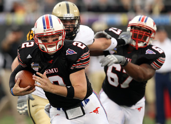 SMU playing in the 2010 Armed Forces Bowl against Army.