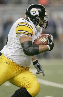 DETROIT - FEBRUARY 05:  Running back Jerome Bettis #36 of the Pittsburgh Steelers runs against the Seattle Seahawks in the second half of the Super Bowl XL at Ford Field on February 5, 2006 in Detroit, Michigan.  (Photo by Jonathan Daniel/Getty Images)