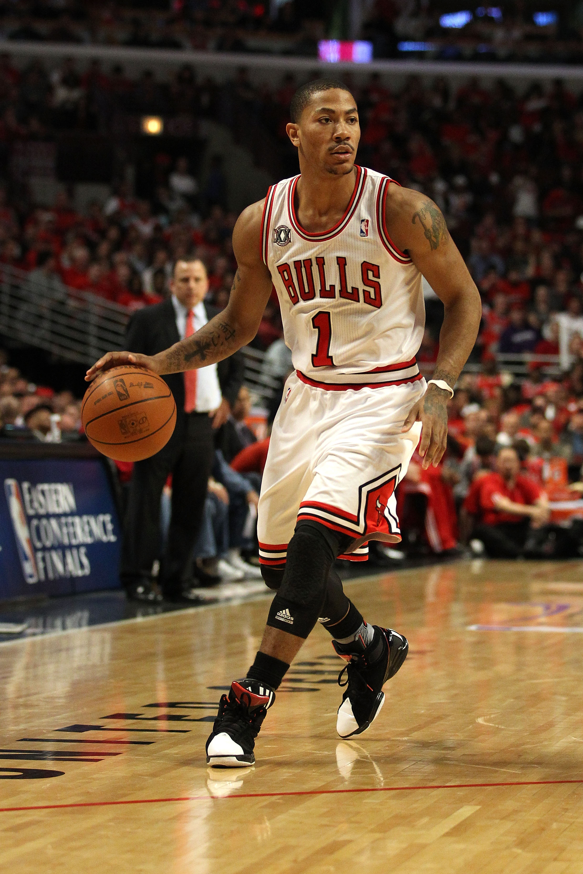 CHICAGO, IL - MAY 15:  Derrick Rose #1 of the Chicago Bulls looks to pass against the Miami Heat in Game One of the Eastern Conference Finals during the 2011 NBA Playoffs on May 15, 2011 at the United Center in Chicago, Illinois. The Bulls won 103-82. NOT