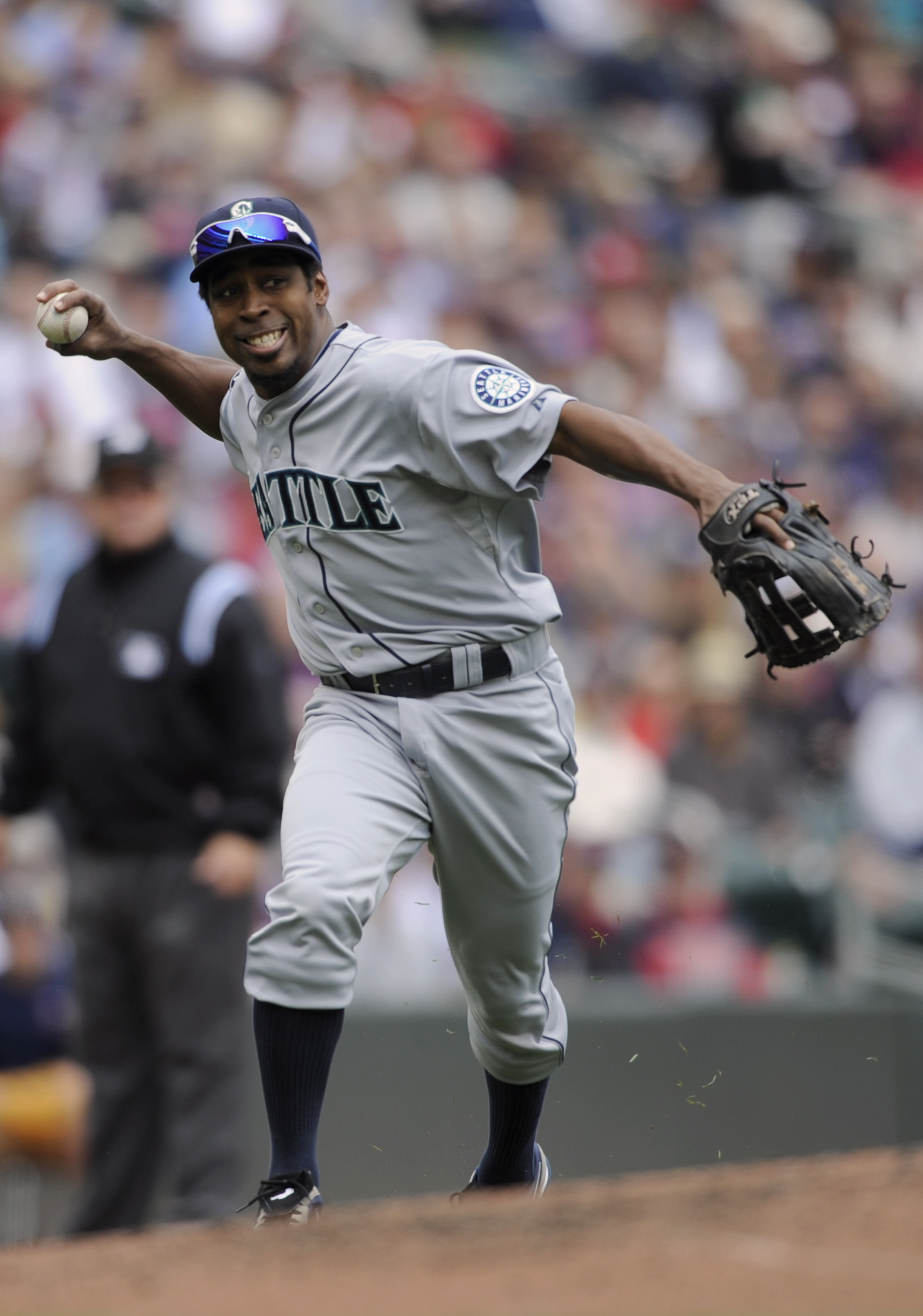 MINNEAPOLIS, MN - MAY 25: Chone Figgins #9 of the Seattle Mariners throws to first base after fielding the ball hit into play by the Minnesota Twins during the second inning of their game on May 25, 2011 at Target Field in Minneapolis, Minnesota. (Photo b
