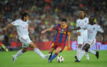 BARCELONA, SPAIN - AUGUST 25:  Leo Messi of Barcelona dribbles the ball between Manuel Alberto Yepes (L) and Clarence Seedorf of AC Milan during the Joan Gamper Trophy match between Barcelona and AC Milan at Camp Nou stadium on August 25, 2010 in Barcelon