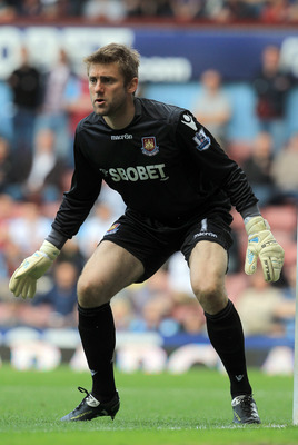 LONDON, ENGLAND - MAY 22:  Robert Green of West Ham United in action during the Barclays Premier League match between West Ham United and Sunderland at the Boleyn Ground on May 22, 2011 in London, England.  (Photo by David Cannon/Getty Images)