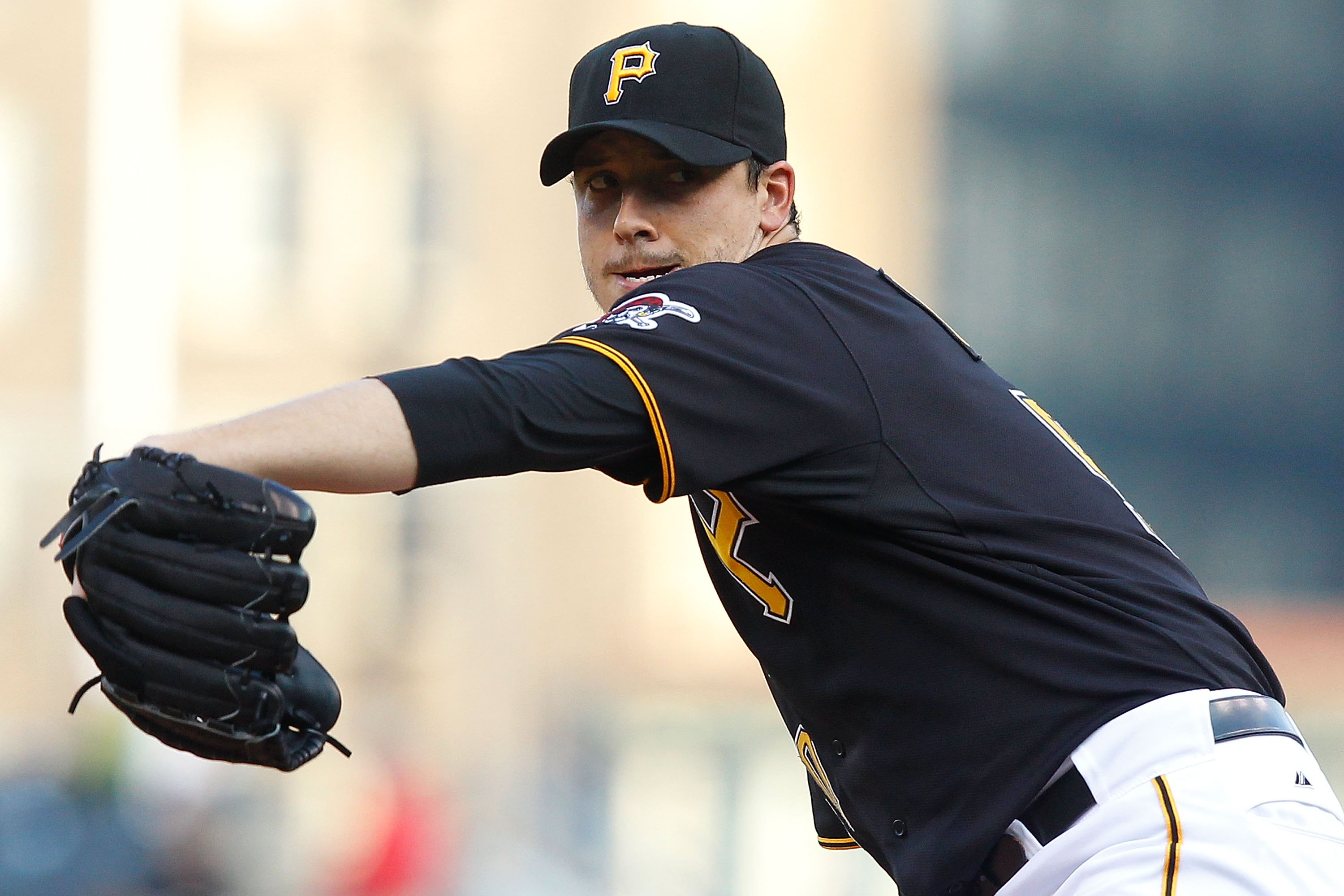 PITTSBURGH - MAY 24:  Charlie Morton #50 of the Pittsburgh Pirates pitches against the Atlanta Braves during the game on May 24, 2011 at PNC Park in Pittsburgh, Pennsylvania.  (Photo by Jared Wickerham/Getty Images)