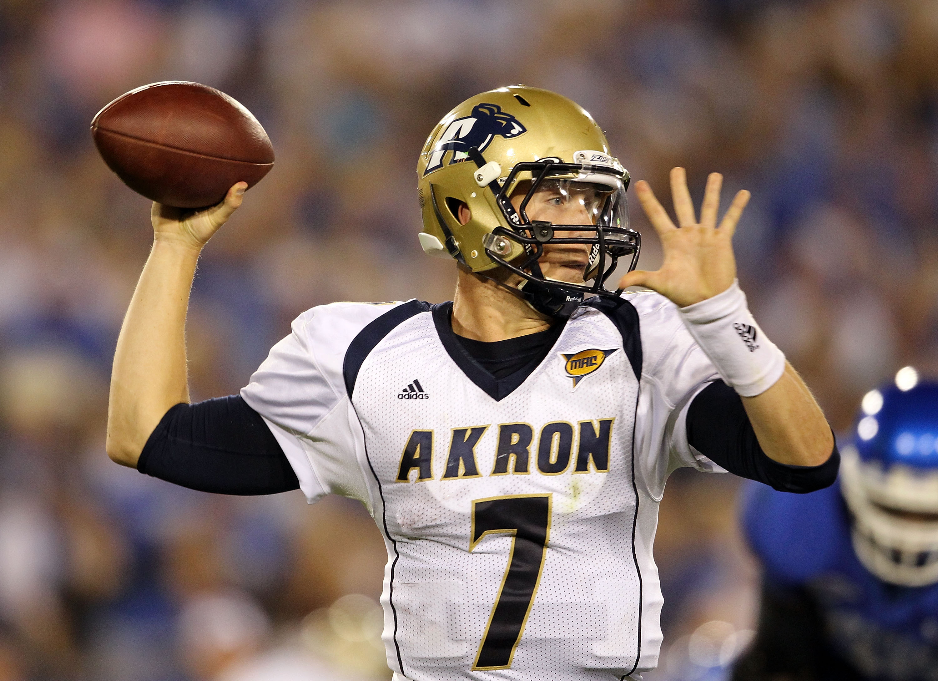 LEXINGTON, KY - SEPTEMBER 18:  Patrick Nicely #7 of the Akron Zips throws the ball during the game against the Kentucky Wildcats at Commonwealth Stadium on September 18, 2010 in Lexington, Kentucky.  (Photo by Andy Lyons/Getty Images)