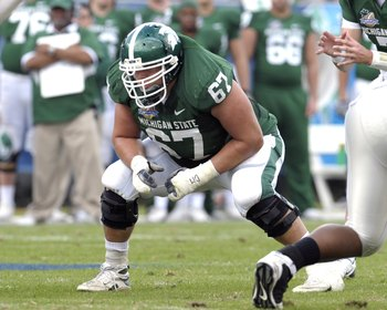 ORLANDO, FL - JANUARY 1: Guard Joel Foreman #67 of the Michigan State Spartans sets to block against the Georgia Bulldogs at the 2009 Capital One Bowl at the Citrus Bowl on January 1, 2009 in Orlando, Florida.  (Photo by Al Messerschmidt/Getty Images)