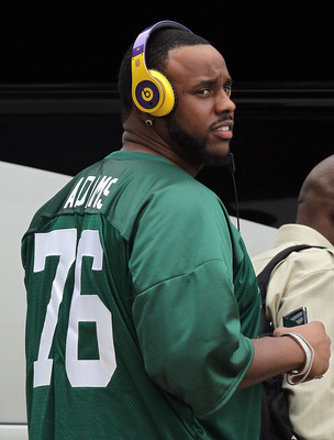 DALLAS, TX - JANUARY 31:  Jonathan Scott #72 of the Pittsburgh Steelers wears the Michigan State jersey of teammate Flozell Adams while arriving at Dallas Fort Worth International Airport on January 31, 2011 in Dallas, Texas.  The Pittsburgh Steelers will