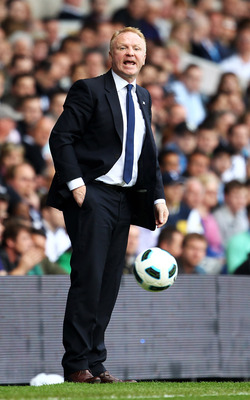 LONDON, ENGLAND - MAY 22:  Alex McLeish, manager of Birmingham City shouts instructions during the Barclays Premier League match between Tottenham Hotspur and Birmingham City at White Hart Lane on May 22, 2011 in London, England.  (Photo by Julian Finney/