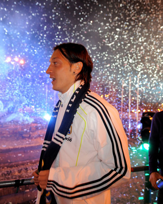 MADRID, SPAIN - APRIL 21:  Mesut Ozil of Real Madrid takes part in celebrations at Plaza Cibeles on April 21, 2011 in Madrid, Spain. Real beat Barcelona 1-0 in the Copa del Rey final in Valencia's Mestalla stadium on April 20.  (Photo by Denis Doyle/Getty