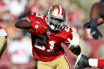SAN FRANCISCO - NOVEMBER 14:  Frank Gore #21 of the San Francisco 49ers runs with the ball during their game against the St. Louis Rams at Candlestick Park on November 14, 2010 in San Francisco, California.  (Photo by Ezra Shaw/Getty Images)