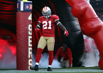SAN FRANCISCO - SEPTEMBER 20:  Frank Gore #21 of the San Francisco 49ers runs on to the field for their game against the New Orleans Saints at Candlestick Park on September 20, 2010 in San Francisco, California.  (Photo by Ezra Shaw/Getty Images)
