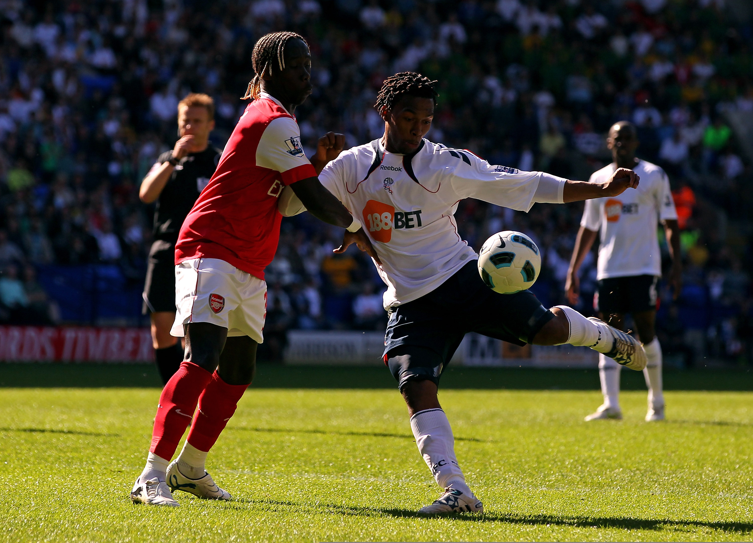 BOLTON, ENGLAND - APRIL 24:  Daniel Sturridge of Bolton Wanderers shoots under pressure from Bacary Sagna of Arsenal during the Barclays Premier League match between Bolton Wanderers and Arsenal at the Reebok Stadium on April 24, 2011 in Bolton, England.
