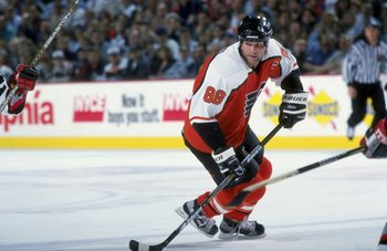 13 Apr 1998:  Center Eric Lindros of the Philadelphia Flyers in action during a game against the Buffalo Sabres at the Marine Midland Arena in Buffalo, New York. The Sabres defeated the Flyers 2-1. Mandatory Credit: Craig Melvin  /Allsport