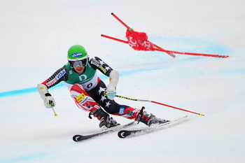 GARMISCH PARTENKIRCHEN, GERMANY - FEBRUARY 18:  Bode Miller of the United States of America skis in the Men's Giant Slalom during the Alpine FIS Ski World Championships on the Kandahar course on February 18, 2011 in Garmisch-Partenkirchen, Germany.  (Phot