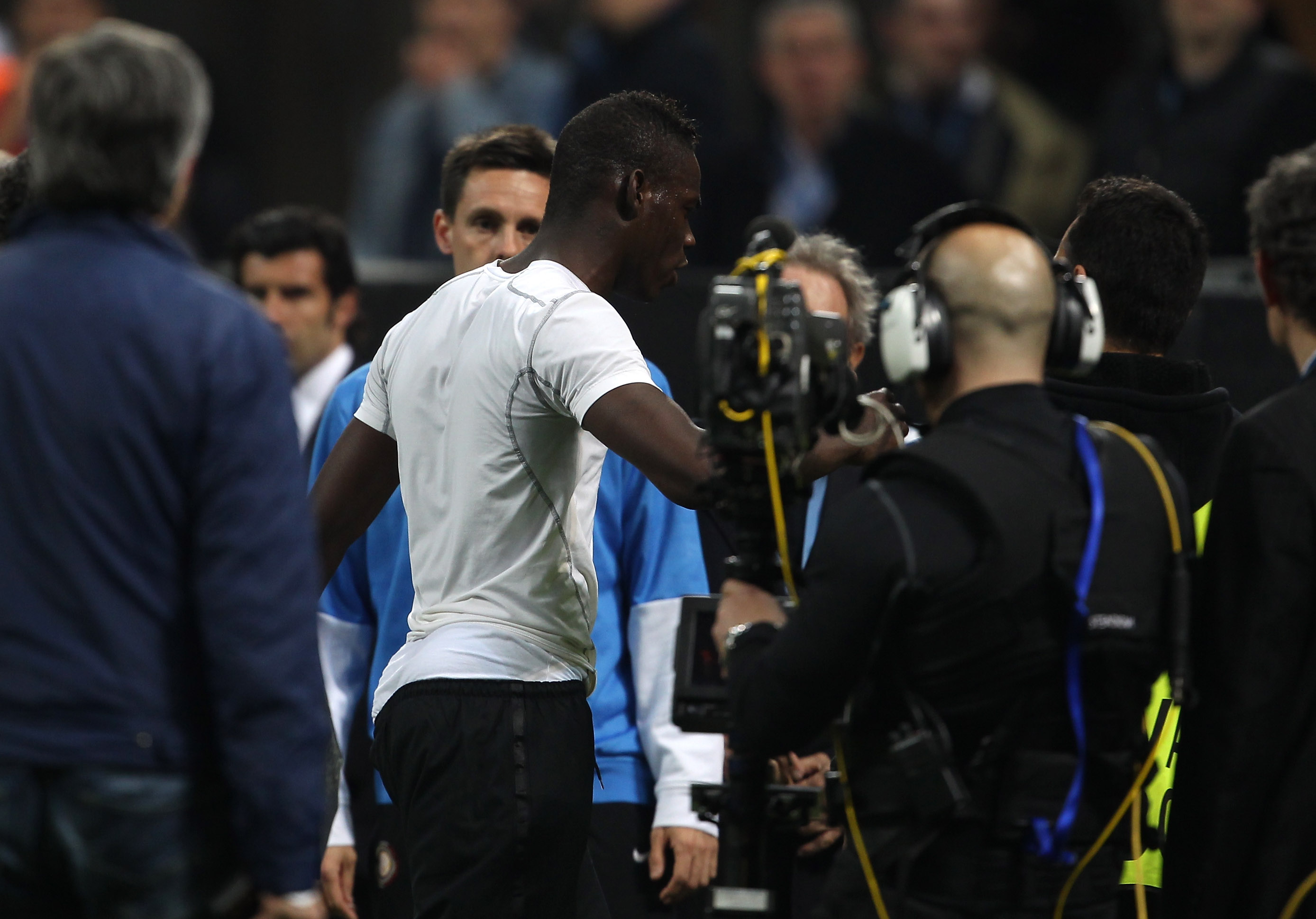 Balotelli storms off the pitch