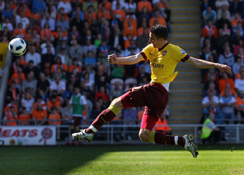 BLACKPOOL, ENGLAND - APRIL 10:  Robin Van Persie of Arsenal strikes the ball during the Barclays Premier League match between Blackpool and Arsenal at Bloomfield Road on April 10, 2011 in Blackpool, England.  (Photo by Alex Livesey/Getty Images)