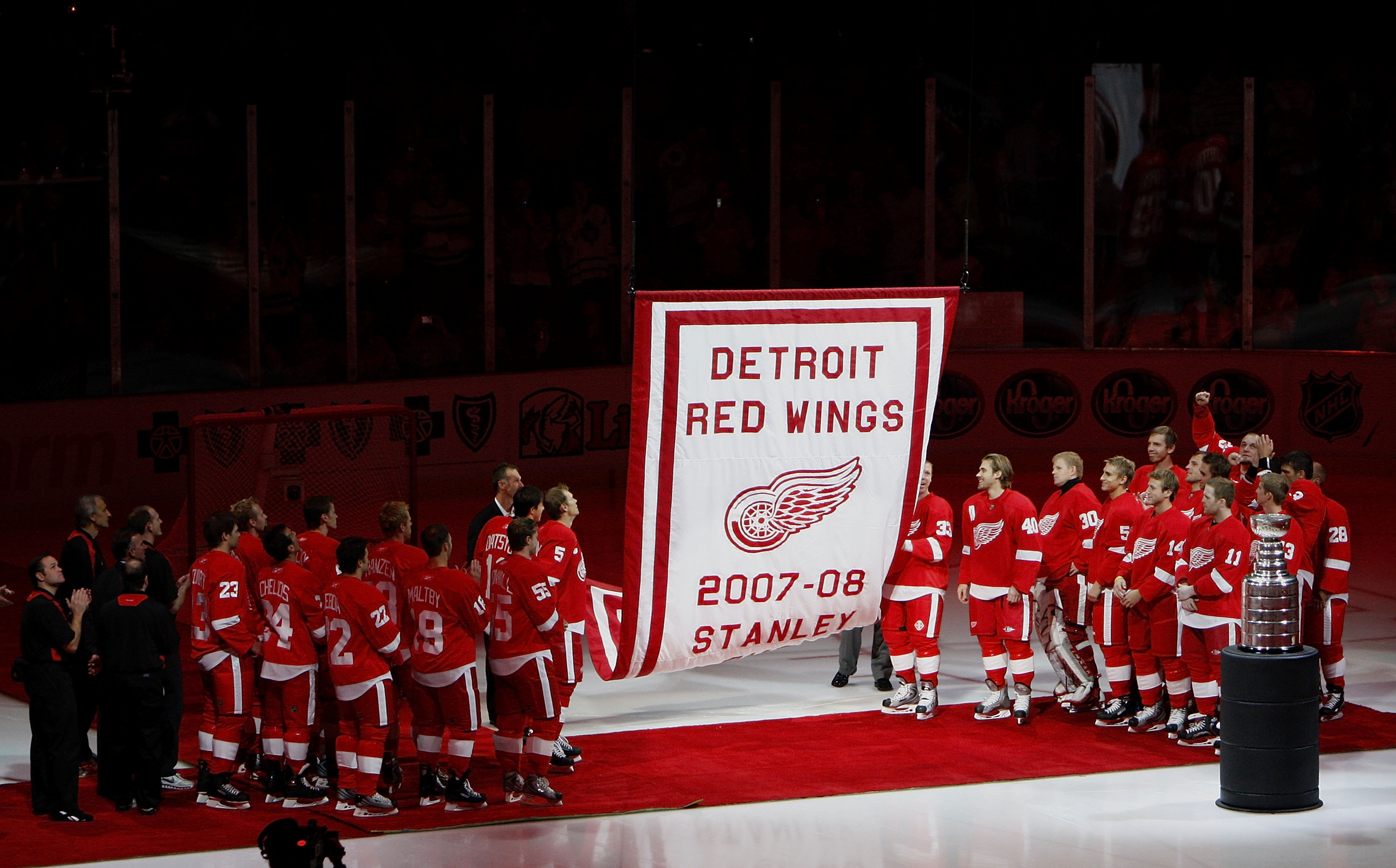 DETROIT - OCTOBER 09:  Members of the 2007-2008 Detroit Red Wings watch their Stanley Cup championship banner raise to the rafters prior to playing the Toronto Maple Leafs on October 9, 2008 at Joe Louis Arena in Detroit, Michigan.  (Photo by Gregory Sham