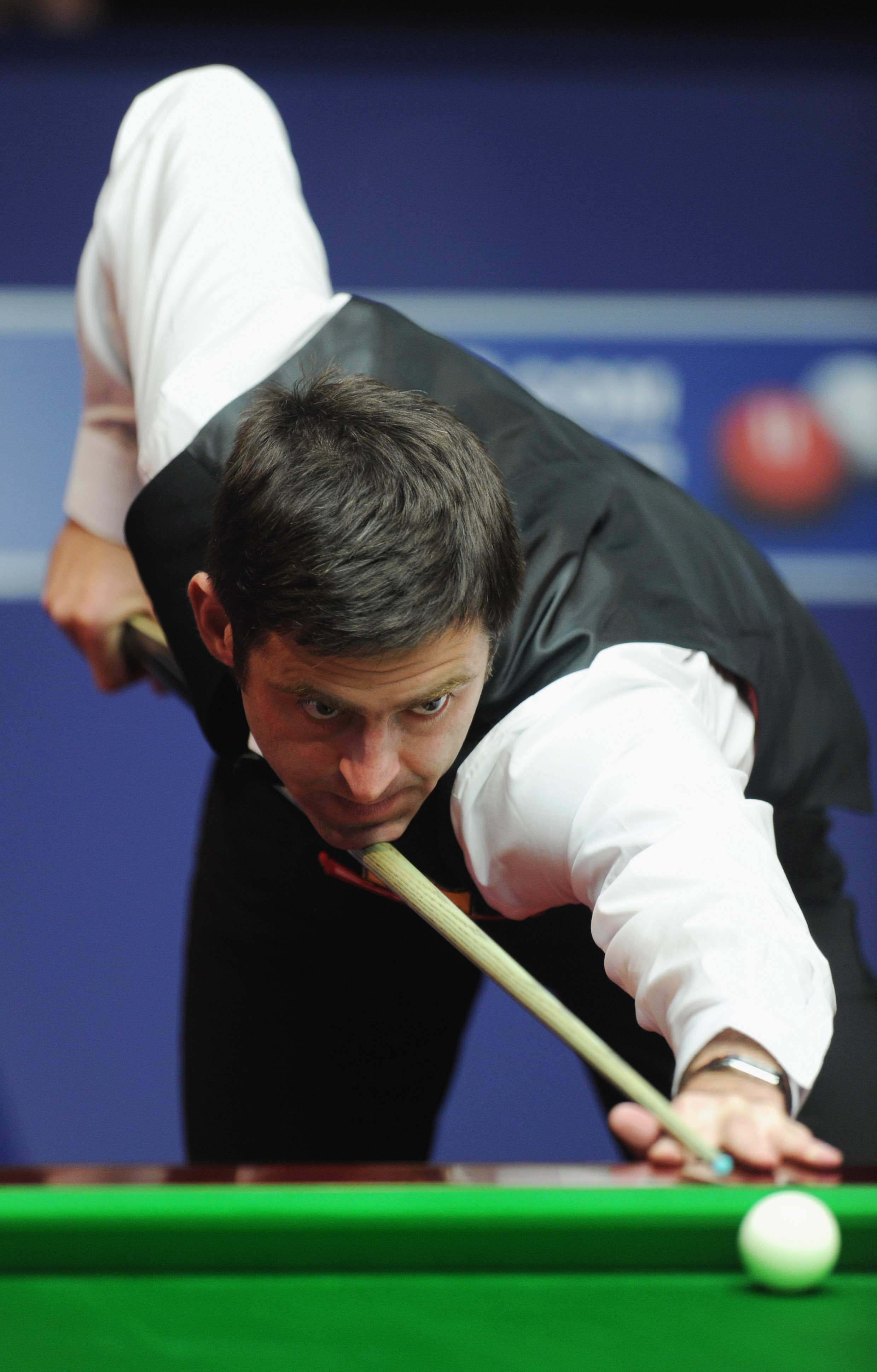 SHEFFIELD, ENGLAND - APRIL 27:  Ronnie O'Sullivan of England plays a shot in his quater-final match against John Higgins of Scotland during day twelve of the Betfred.com World Snooker Championship at the Crucible on April 27, 2011 in Sheffield, England.
