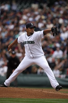 SEATTLE - APRIL 19:  Carlos Silva #52 of the Seattle Mariners pitches against the Detroit Tigers during the game on April 19, 2009 at Safeco Field in Seattle, Washington. (Photo by Otto Greule Jr/Getty Images)