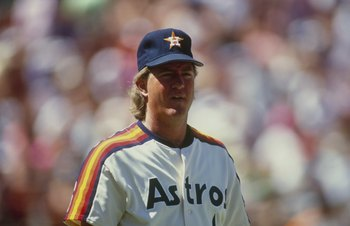 1990:  Dave Smith of the Houston Astros looks on during a game in the 1990 season. (Photo by Stephen Dunn/Getty Images)