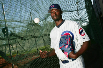 MESA, AZ - FEBRUARY 25:  LaTroy Hawkins #32 of the Chicago Cubs poses during Spring Training Photo Day at Fitch Park on February 25, 2005 in Mesa, Arizona. (Photo by Jed Jacobsohn/Getty Images)