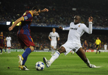 BARCELONA, SPAIN - MAY 03:  Javier Mascherano of FC Barcelona (L) fights for the ball against Lass Diarra of Real Madrid during the UEFA Champions League Semi Final second leg match between Barcelona and Real Madrid at the Camp Nou on May 3, 2011 in Barce