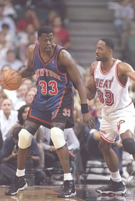 7 May 1997:  Center Patrick Ewing of the New York Knicks tries to fend off center Alonzo Mourning of the Miami Heat during a playoff game at the Miami Arena in Miami, Florida.  The Knicks won the game 88-79. Mandatory Credit: Andy Lyons  /Allsport