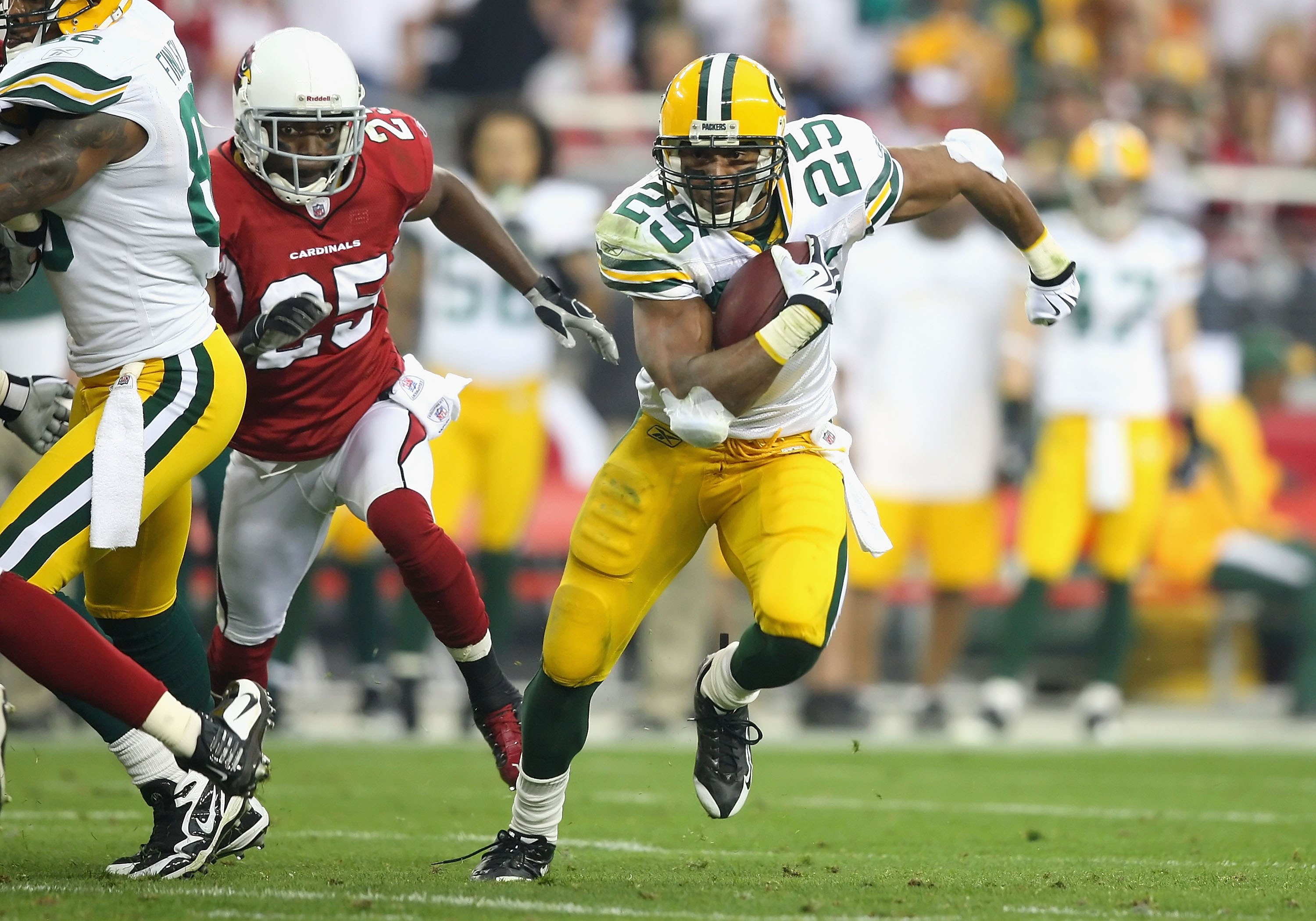 GLENDALE, AZ - JANUARY 10:  Runningback Ryan Grant #25 of the Green Bay Packers rushes the football during the 2010 NFC wild-card playoff game against the Arizona Cardinals at the Universtity of Phoenix Stadium on January 10, 2010 in Glendale, Arizona.  T