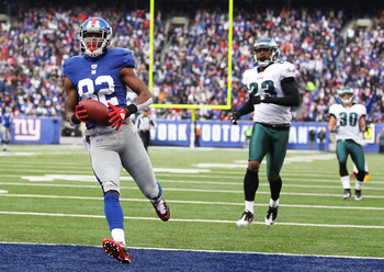 EAST RUTHERFORD, NJ - DECEMBER 19:  Mario Manningham #82 of the New York Giants scores a touchdown in the first quarter as Dimitri Patterson #23 and Colt Anderson #30 of the Philadelphia Eagles defend during their game on December 19, 2010 at The New Mead