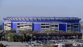 FLUSHING, NY- OCTOBER 25:  A general exterior view of Shea Stadium taken during the World Series Game between the New York Yankees and the New York Mets on October 25, 2000 in Flushing, New York. The Yankees won 3-2. (Photo by: Al Bello/Getty Images)