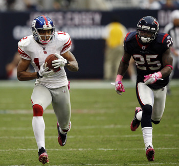 HOUSTON - OCTOBER 10:  Wide receiver Steve Smith #12 of the New York Giants  races down the sidelines as cornerback Kareem Jackson #25 pursues at Reliant Stadium on October 10, 2010 in Houston, Texas.  (Photo by Bob Levey/Getty Images)
