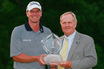 DUBLIN, OH - JUNE 05:  Steve Stricker poses with tournament host Jack Nicklaus on the 18th green after winning the Memorial Tournament presented by Nationwide Insurance at the Muirfield Village Golf Club on June 5, 2011 in Dublin, Ohio.  (Photo by Scott H