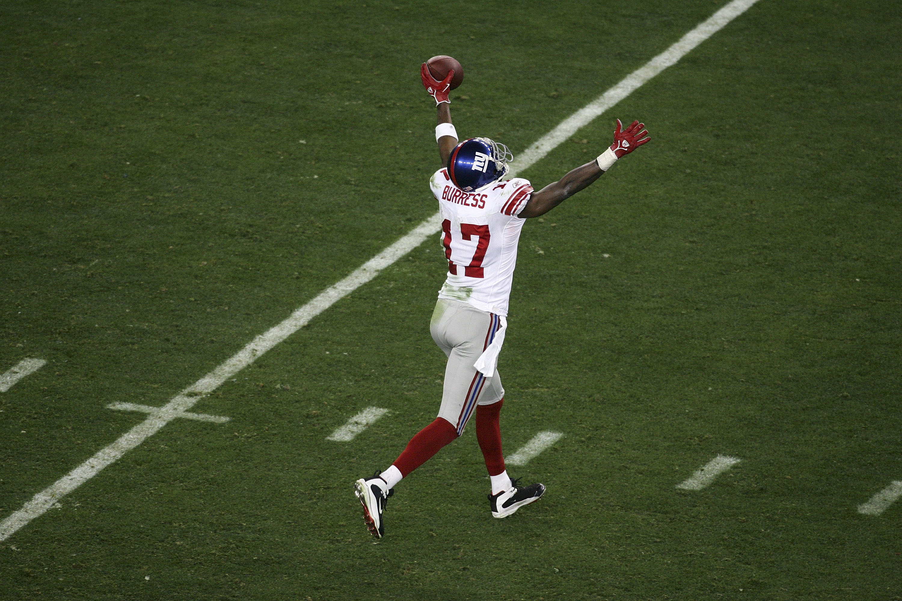 GLENDALE, AZ - FEBRUARY 03:  Wide receiver Plaxico Burress #17 of the New York Giants celebrates after he catches a 13-yard touchdown pass in the fourth quarter over Ellis Hobbs #27 of the New England Patriots during Super Bowl XLII on February 3, 2008 at
