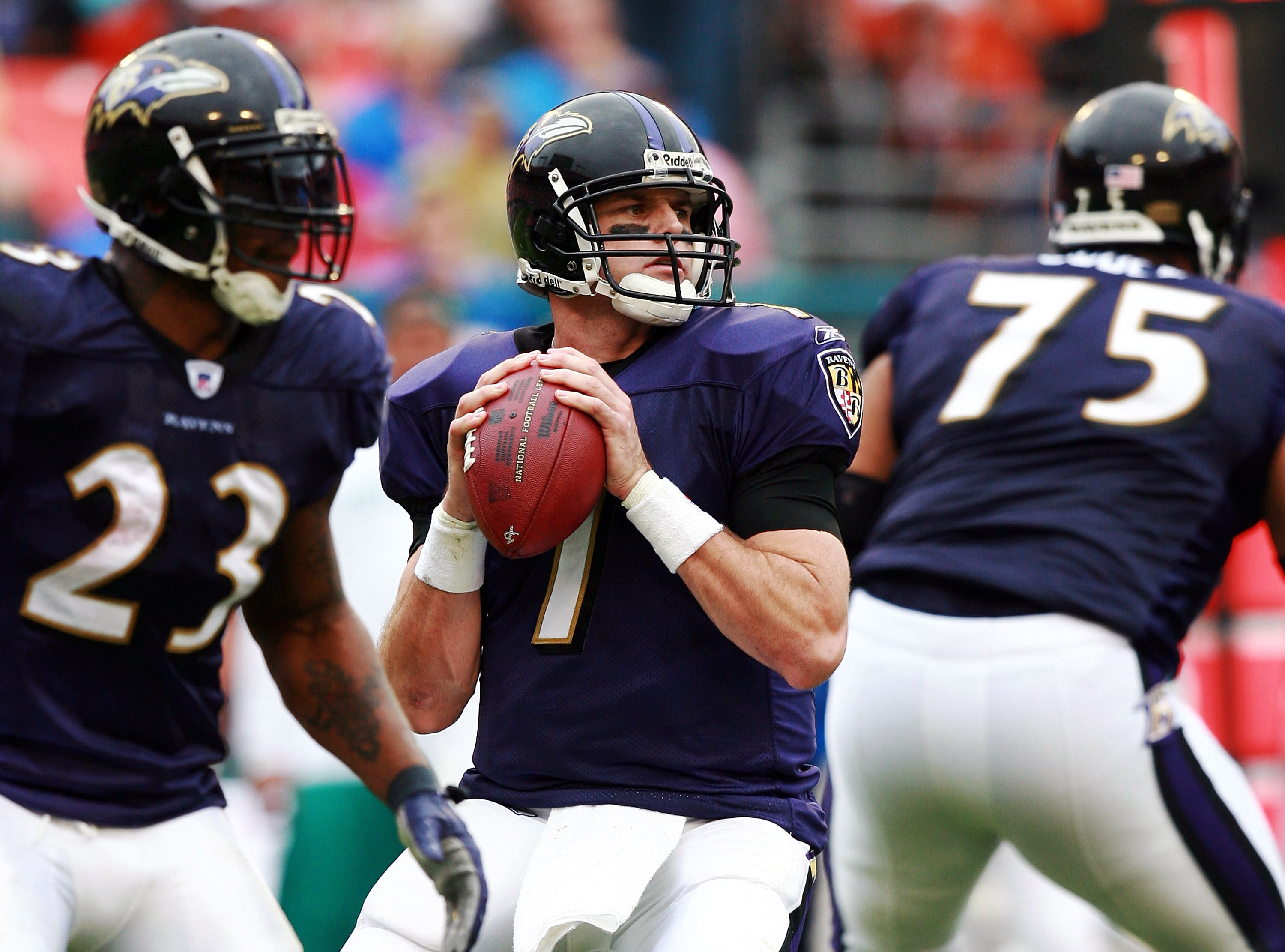 MIAMI - DECEMBER 16:  Quarterback Kyle Boller #7 of the Baltimore Ravens looks to pass against the Miami Dolphins at Dolphin Stadium on December 16, 2007 in Miami, Florida.  (Photo by Doug Benc/Getty Images)