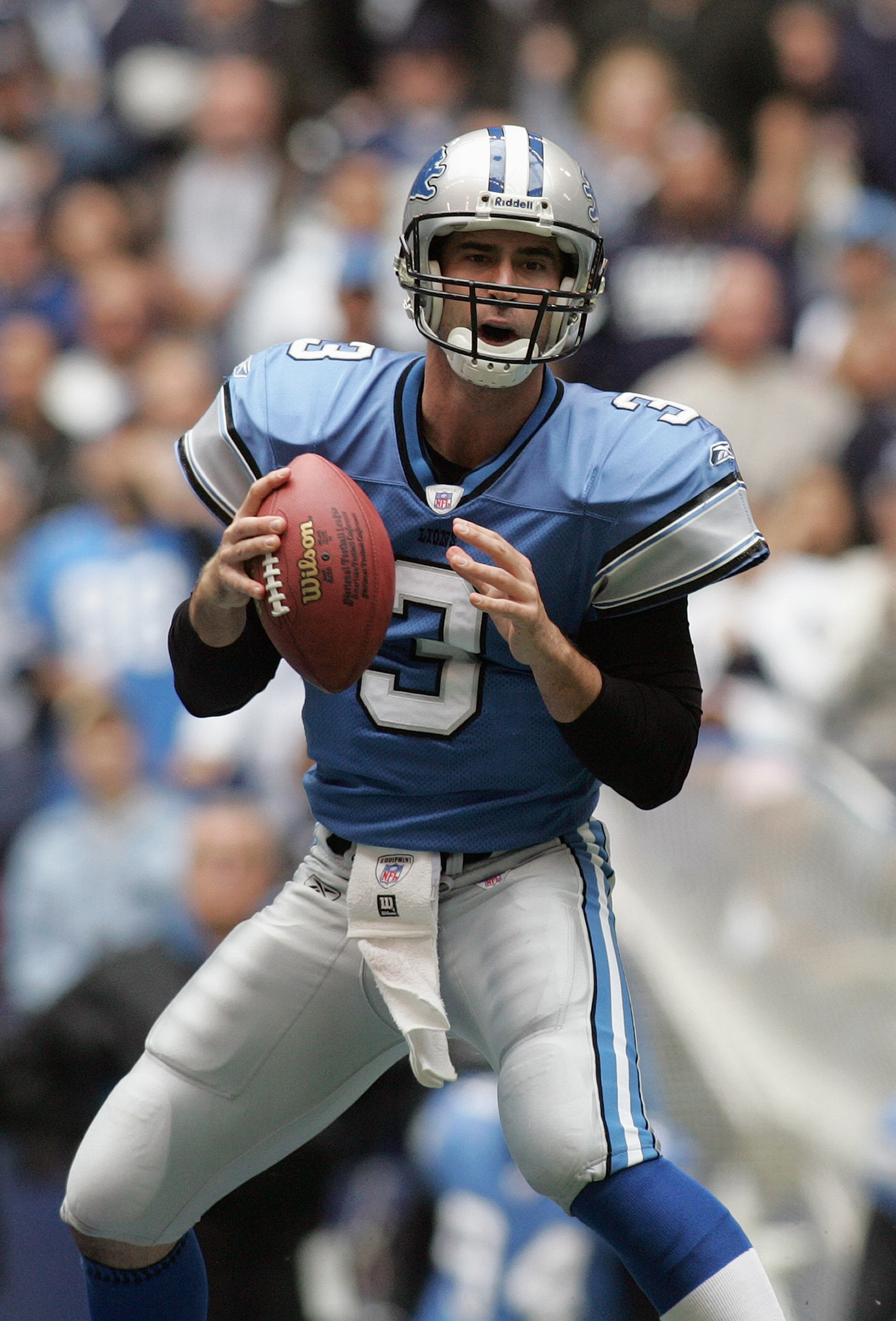 IRVING, TX - NOVEMBER 20:  Quarterback Joey Harrington #3 of the Detroit Lions drops back to pass during their game against the Dallas Cowboys on November 20, 2005 at Texas Stadium in Irving, Texas.  The Cowboys defeated the Lions 20-7.  (Photo by Ronald