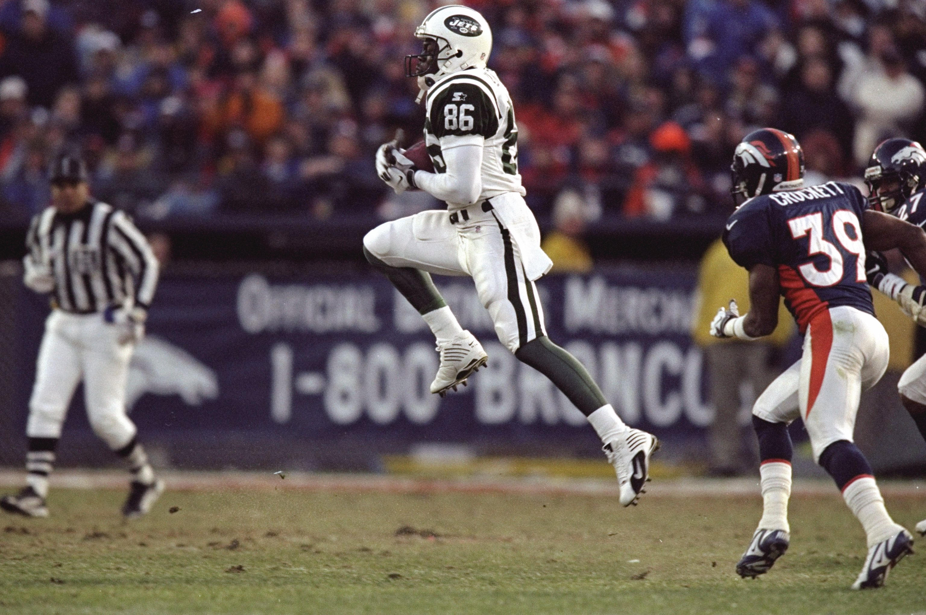 17 Jan 1999:  Alex Van Dyke #86 of the New York Jets catches during the AFC Championship Game against the Denver Broncos at Mile High Stadium in Denver, Colorado. The Broncos defeated the Jets 23-10. Mandatory Credit: Brian Bahr  /Allsport