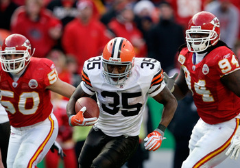 KANSAS CITY, MO - DECEMBER 20:  Running back Jerome Harrison #35 of the Cleveland Browns carries the ball during the game against the Kansas City Chiefs on December 20, 2009 at Arrowhead Stadium in Kansas City, Missouri.  (Photo by Jamie Squire/Getty Imag