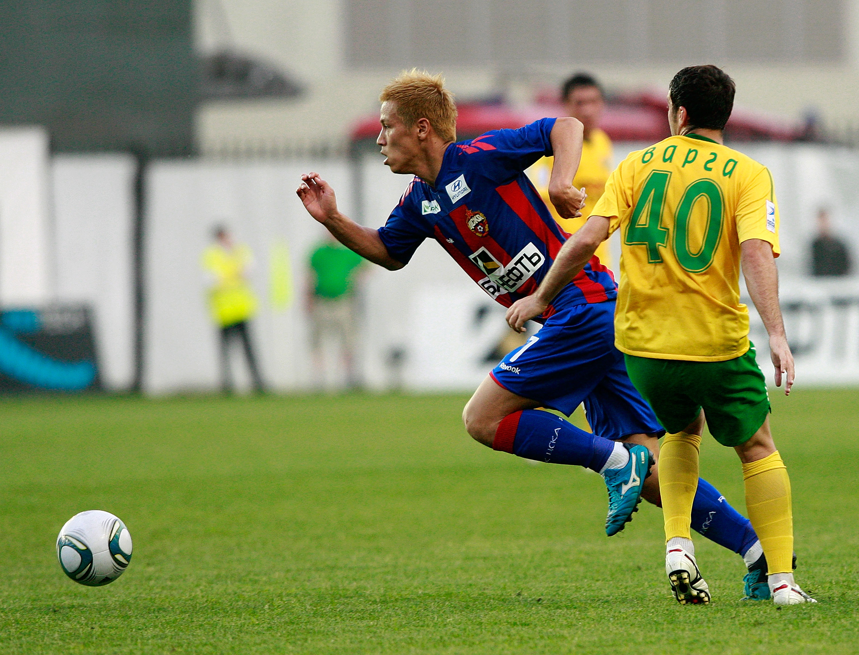 KHIMKI, RUSSIA - MAY 29: (EMBARGOED FOR PUBLICATION IN ALL JAPANESE MEDIA UNTIL 48 HOURS AFTER CREATE DATE AND TIME) Keisuke Honda of PFC CSKA Moscow in action during the Russian Football League Championship match between PFC CSKA Moscow and FC Kuban Kras