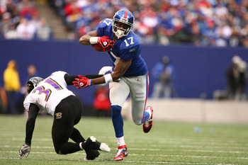 EAST RUTHERFORD, NJ - NOVEMBER 16:  Plaxico Burress #17 of the New York Giants eludes the tackle of Fabian Washington #31 of the Baltimore Ravens during their game on November 16, 2008 at Giants Stadium in East Rutherford, New Jersey.  (Photo by Al Bello/