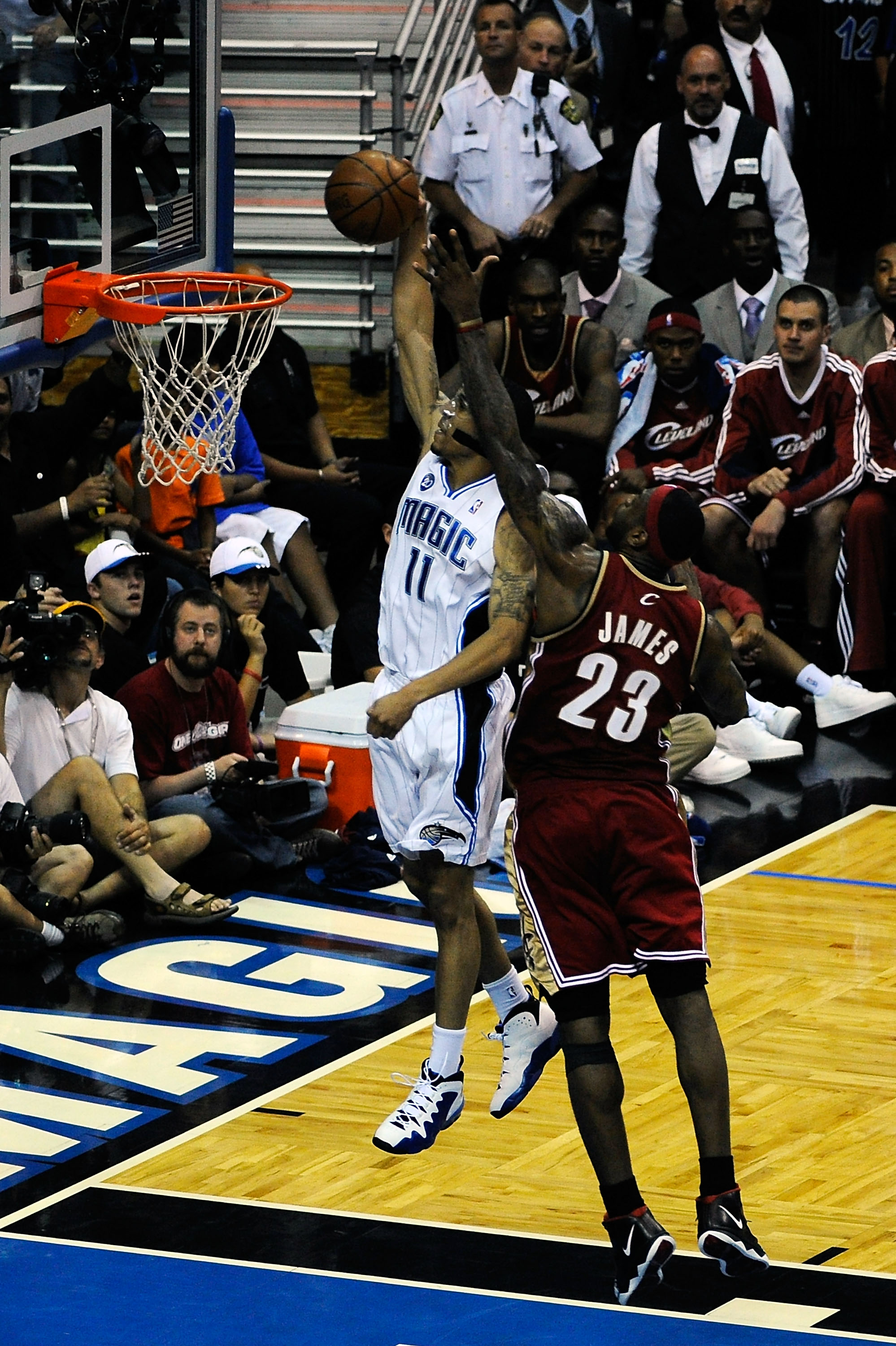 ORLANDO, FL - MAY 24:  Courtney Lee #11 of the Orlando Magic shoots against LeBron James #23 Cleveland Cavaliers in Game Three of the Eastern Conference Finals during the 2009 NBA Playoffs at the the Amway Arena on May 24, 2009 in Orlando, Florida. NOTE T