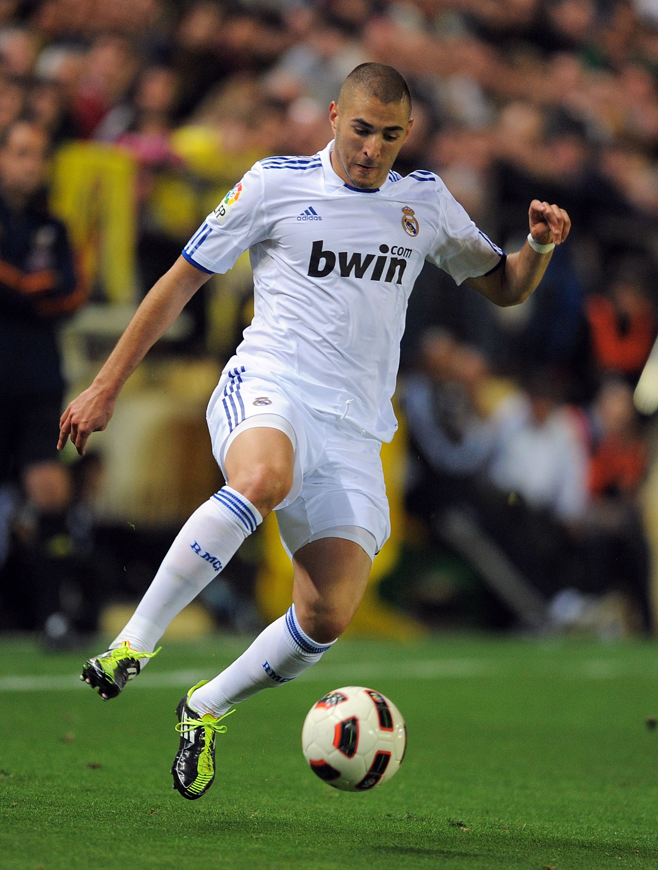 VILLARREAL, SPAIN - MAY 15: Karim Benzema of Real Madrid in action during the La Liga match between Villarreal and Real Madrid at estadio El Madrigal on May 15, 2011 in Villarreal, Spain.  (Photo by Denis Doyle/Getty Images)