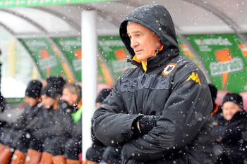 BOLOGNA, ITALY - JANUARY 30:  Claudio Ranieri, coach of AS Roma looks on during the Serie A match between Bologna FC and AS Roma at Stadio Renato Dall'Ara on January 30, 2011 in Bologna, Italy.  (Photo by Roberto Serra/Getty Images)