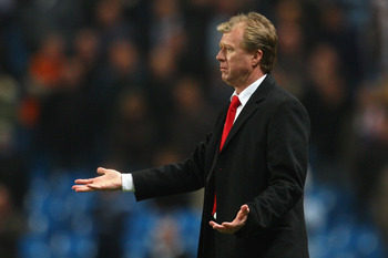 MANCHESTER, UNITED KINGDOM - NOVEMBER 06:  FC Twente Manager Steve McClaren gestures during the UEFA Cup Group A match between Manchester City and FC Twente at The City of Manchester Stadium on November 6, 2008 in Manchester, England.  (Photo by Laurence