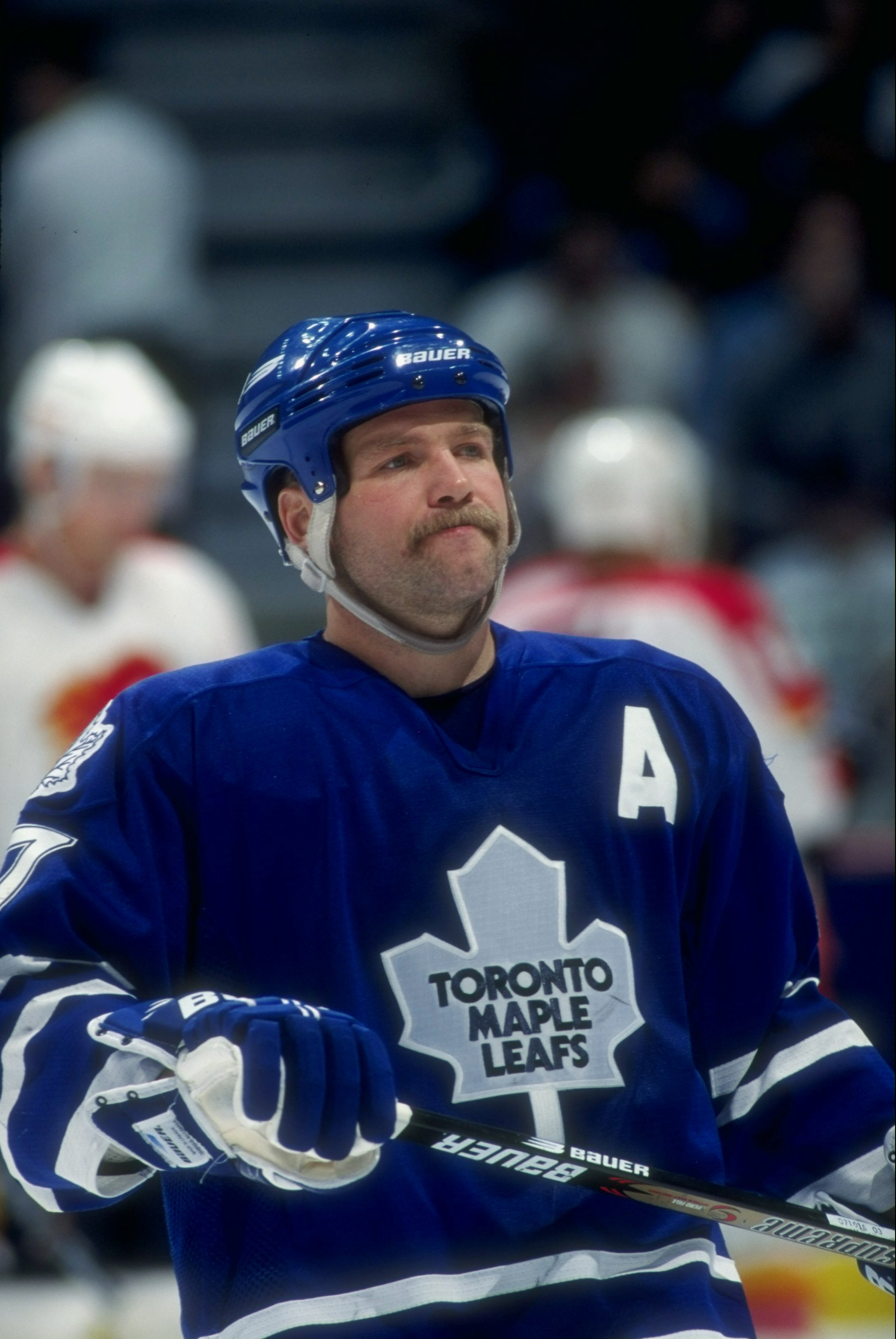 5 Nov 1997:  Wendel Clark #17 of the Toronto Maple Leafs in action during a game against the Calgary Flames at the Canadien Airlines Saddledome in Calgary, Canada. Mandatory Credit: Ian Tomlinson  /Allsport