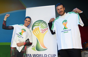 JOHANNESBURG, SOUTH AFRICA - JULY 08:  Fernanda Lima and Rodrigo Hilbert (R) pose during the launch of 2014 FIFA World Cup Brazil Official emblem on July 8, 2010 in Johannesburg, South Africa.  (Photo by Clive Rose/Getty Images)
