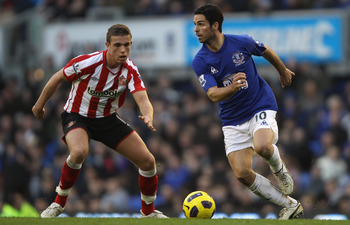 LIVERPOOL, ENGLAND - FEBRUARY 26: Mikel Arteta of Everton attempts to move away from Jordan Henderson of Sunderland during the Barclays Premier League match between Everton  and Sunderland at Goodison Park on February 26, 2011 in Liverpool, England.  (Pho